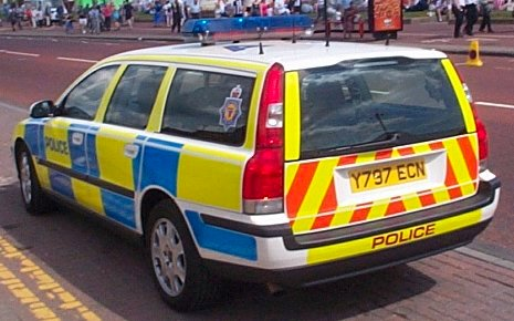 This Northumbria Police Volvo V70 (2000), above, shows typical modern rear coloration, designed to protect the vehicle and occupants, when static. The widely-used 70-series T5 Volvo -- both as the saloon/sedan S70 and the estate/wagon V70 -- has proved to be adequately fast (155mph), highly effective, and extremely popular with officers. © Copyright photo courtesy of 'UK Emergency Vehicles' www.ukemergency.f9.co.uk/index.htm